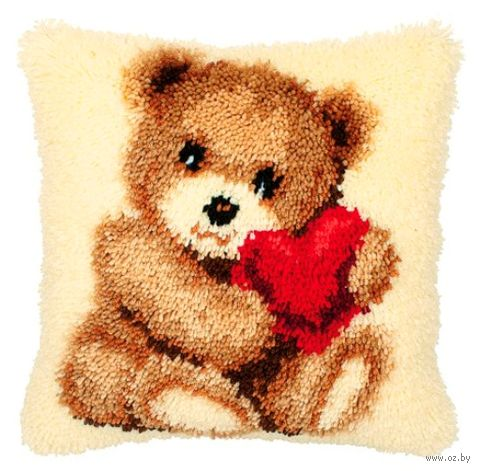 "Вышивка в ковровой технике ""Подушка. Медвежонок с сердцем"" (400х400 мм) — фото, картинка"