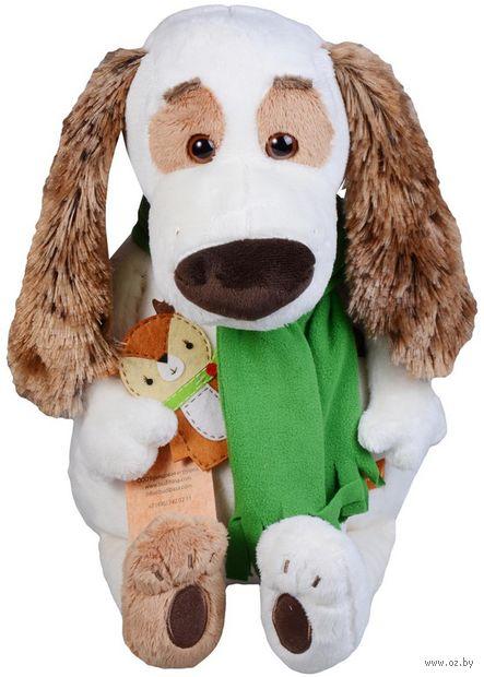 """Мягкая игрушка """"Бартоломей в шарфе и с оленем"""" (27 см) — фото, картинка"""