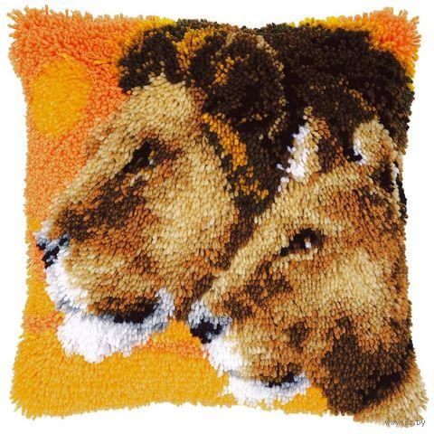 """Вышивка в ковровой технике """"Подушка. Львы"""" (400х400 мм) — фото, картинка"""