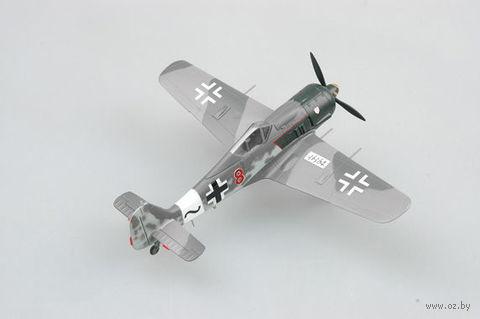 """Самолет """"Fw190 A-8, красный 8, Вилли Максимовиц, 1944г."""" (масштаб: 1/72) — фото, картинка"""