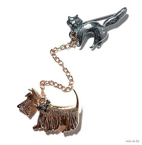 "Брошь ""Прогулка собаки и кота"" (арт. b177h690) — фото, картинка"