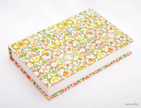 "Подарочная коробка ""Traditional"" (18х23,5х3,5 см; красно-зеленые элементы) — фото, картинка"