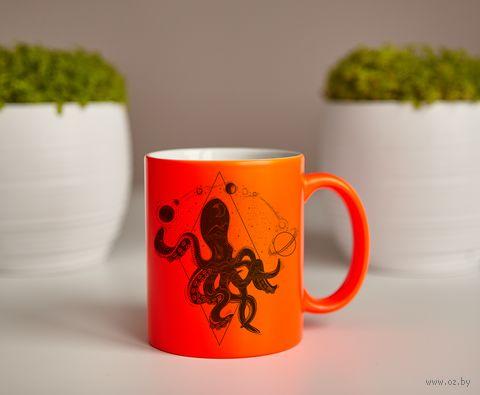 """Кружка """"Космический осьминог"""" (оранжевая) — фото, картинка"""